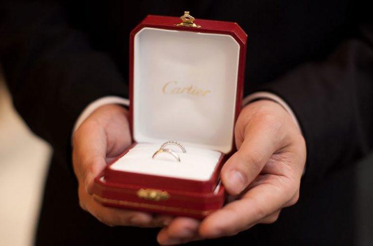 argollas de matrimonio cartier en caja roja