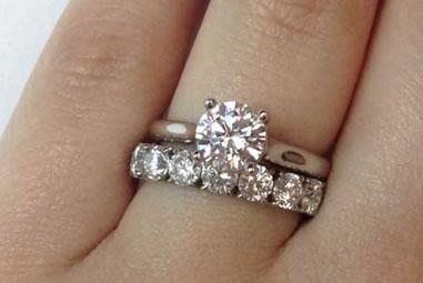 anillos de boda y de compromiso
